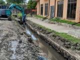 На улице Абазинская идет подготовка к укладке ливневых канализаций