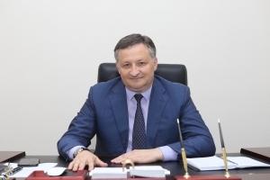 Беслан Эшба поздравил женщин с 8 марта